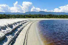 Praia de Itaguaré, em Bertioga. Visite o BrasilGuias