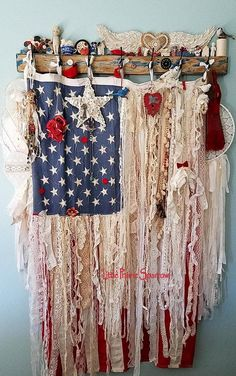 Interesting shabby chic decor tips as well as resourceful cool plans. Please Try this post chic tip 1428878117 immediately now. Shabby Chic Mode, Vintage Shabby Chic, Shabby Chic Style, Shabby Chic Decor, Vintage Lace, Shabby Chic Banners, Vintage Jewelry, Americana Crafts, Patriotic Crafts