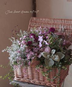 千日紅 寄せ植え - Google 検索 Green Flowers, Faux Flowers, Silk Flowers, Beautiful Flowers, Basket Decoration, Arte Floral, Flower Boxes, Floral Bouquets, Artificial Flowers