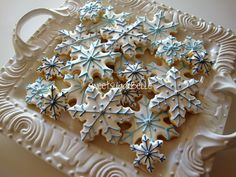 pictures of decorated snowflake cookies - Yahoo Image Search Results Snowflake Christmas Cookies, Christmas Sugar Cookies, Christmas Desserts, Holiday Treats, Christmas Treats, Christmas Baking, Snowflake Party, Christmas Foods, Christmas Things