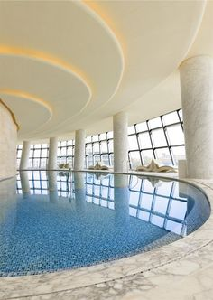 http://www.perfectlady.ro/calatorii/hotel-de-lux-in-forma-de-gogoasa-in-china.html