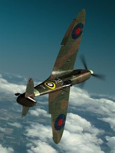 one of the most beautiful fighter-planes of WWII along with the Mustang. Ww2 Aircraft, Fighter Aircraft, Military Aircraft, Fighter Jets, Aircraft Photos, Spitfire Supermarine, Photo Avion, The Spitfires, Ww2 Planes