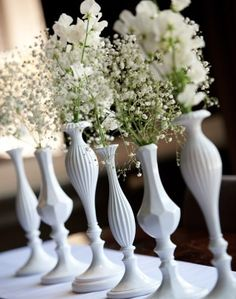 Decoratie Flessen en potjes in een kleur verven voor eenheid wel verschillende bloemen graag