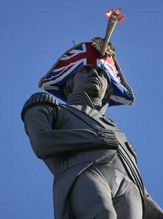 Moda – Estátuas de Londres ganharam um novo visual. Durante quatro dias, grandes personalidades da história da Inglaterra ganharam um visual diferente.