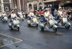 Vespa scooters on the march, Glenelg Pageant 1958 | par nickant44