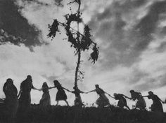 Magick Wicca Witch Witchcraft:  Old Mysterious Photos of #Witches | The Ghost Diaries.