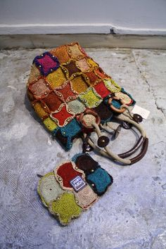 Worki mochilla i wayuu Crochet Diy, Crochet Tote, Crochet Handbags, Crochet Purses, Sac Granny Square, Tapestry Crochet Patterns, Diy Bags Purses, Art Du Fil, Handmade Purses