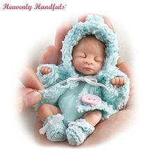 Shop Ashton-Drake for Baby Dolls Miniature Dolls. Reborn Babypuppen, Reborn Baby Dolls, Dollhouse Dolls, Miniature Dolls, Little Doll, Little Babies, Doll Toys, Barbie Dolls, Mini Bebidas