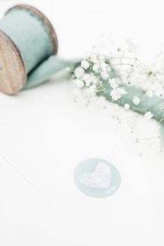 Hochzeitsfotografie — Hals über Kopf Place Cards, Place Card Holders, Wedding Photography, Newlyweds