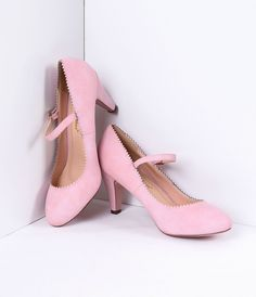 Rose Pink Jagged Leatherette Mary Jane Heels Source by Rosa High Heels, Pink High Heels, Pink Pumps, High Heel Pumps, Pumps Heels, Mary Jane Heels, Pin Up Shoes, Vintage Heels, Retro Shoes