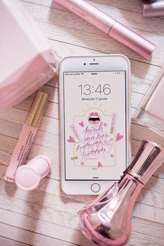 Après l'alphabet du bisou publié hier, on se retrouve encore un petit peu dans le même thème de l'amour et du bisou avec un fond d'écran tout rose pour rendre les choses plus belles ! J'espère que celui-ci vous plaira, bon week-end ! Je vous embrasse bien fort !   iPhone 6 …