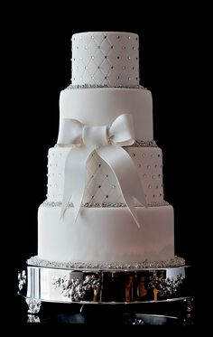 Offering sophisticated wedding cakes for the most discerning of brides at The Ritz-Carlton, Charlotte, North Carolina.