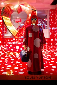 LV×草間彌生;  Fashion brand Louis Vuitton has collaborated with Japanese artist Yayoi Kusama to create a collection of garments featuring Kusama's obsessional polka dot patterns    www.vogue.co.uk