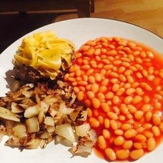 Not the most glam dinner but will do the job! SW Burger with 3 syns of cheddar cheese, beans and sauteed onions. #slimmingworld #slimmingworldireland #lowsyn #extraeasy