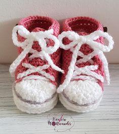 "Fräulein Wollwunder : Babyturnschuhe nach ""Wollwunder - Art"" Dorset Buttons, Love Crochet, Baby Shoes, Knitting, Handmade, Kids, Clothes, Products, Fashion"