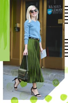 Pleats are a big fashion trend for spring Here are 20 style tips on how to wear a pleated skirt with outfit ideas for style inspiration. Street Style 2016, Looks Street Style, Looks Style, Ny Fashion Week, Work Fashion, Modest Fashion, Street Fashion, High Fashion, Womens Fashion