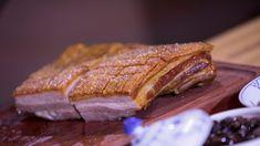 Ribbespesialist Øyvind Hjelle langtidssteker juleribba i syv timer, grad for grad, minutt for minutt. Ciabatta, Ham, Steak, French Toast, Food And Drink, Favorite Recipes, Dinner, Breakfast, Ribe