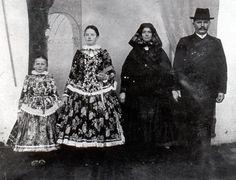 Sárköz. Folk Costume, Costumes, Folk Dance, Folk Music, My Heritage, Traditional Outfits, Hungary, Embroidery Patterns, Fairy Tales