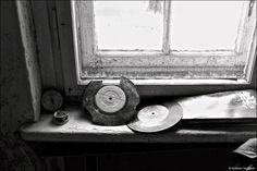 """Die """"verbotene Stadt"""" in Wünsdorf – Schwarz-Weiß-Fotografie par excellence, so lautet der Titel einer #Fotoausstellung, die vom 14. Februar bis zum 27. April 2015 in der Europäischen Akademie Sankelmark in Oeversee (Schleswig-Holstein) zu sehen ist. Gezeigt werden beeindruckende Schwarz-Weiß-Aufnahmen, die während eines Fotoworkshops der #Leica Akademie in Zusammenarbeit mit dem Leica Store Berlin im geschichtsträchtigen Ort #Wünsdorf entstanden sind."""