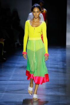Prabal Gurung Spring 2019 Ready-to-Wear fashion show now on Vogue Runway. New York Fashion, Vogue Fashion, Runway Fashion, Spring Fashion, High Fashion, Fashion Trends, Prabal Gurung, Catwalks, Fashion Show Collection