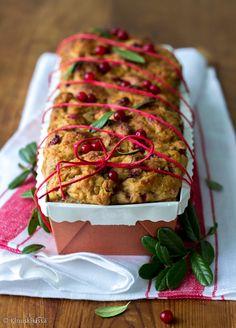 Puolukkainen vuokalimppu / Sweet loaf with cowberry. Christmas Bread, Christmas Recipes, Ratatouille, Berries, Good Food, Baking, Breakfast, Ethnic Recipes, Sweet