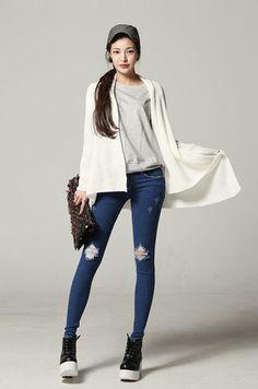 Long cardigan + tee + skinny ripped jeans + ankle sneakers + cap