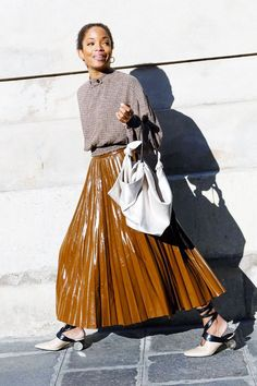 This Mad Street Style Trend Has Finally Hit the Fashion Mainstream Thought putting together outfits with vinyl was tricky? Think again, these cool looks are easy. Street Style Trends, Fashion 2017, Trendy Fashion, Fashion Trends, Feminine Fashion, Vinyl Clothing, Looks Style, Mode Inspiration, Design Inspiration
