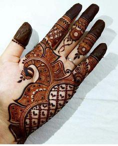 Mehndi is something that every girl want. Arabic mehndi design is another beautiful mehndi design. We will show Arabic Mehndi Designs. Henna Hand Designs, Mehndi Designs Finger, Peacock Mehndi Designs, Simple Arabic Mehndi Designs, Mehndi Designs For Girls, Stylish Mehndi Designs, Mehndi Design Pictures, Mehndi Designs For Fingers, Mehndi Simple