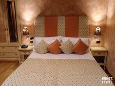 Camera Orange...raffinatezza, stile e comfort..la cura per i dettagli e per i nostri ospiti...#rhonasrooms