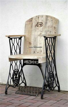 Pallet wood chair with vintage sewing machine base! Beautiful! https://www.facebook.com/Lucies-Palettenm%C3%B6bel-919167858125549/