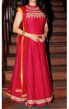 Busy friday for Bollywood beauties Juhi Chawla looking pretty in a red floor length anarkali dress.<br> Know what kept your favourite Bollywood beauties this Friday. Indian Attire, Indian Ethnic Wear, Pakistani Outfits, Indian Outfits, Blue Nile, Indische Sarees, Indie Mode, Anarkali Dress, Long Anarkali