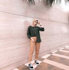 Modern Hijab Fashion, Street Hijab Fashion, Hijab Fashion Inspiration, Casual Hijab Outfit, Casual Outfits, Fashion Outfits, Hijab Fashionista, Mode Hijab, Hijab Ideas