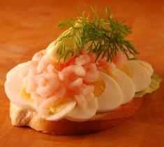 How to make an open-faced sandwich (smørrebrød), recipe in English from Lynn Andersen of New Nordic Cooking.