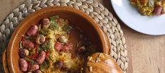 Un plato único y completo que se hace en un pispás. Quítate el miedo a hacer arroz al horno con una receta que sale bien sí o sí, con lo mejor de la huerta veraniega y del embutido de cerdo.