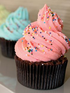 Çilek kremalı cupcake Tarifi - Tatlı Tarifleri Yemekleri - Yemek Tarifleri
