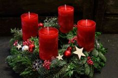 Wonderful Photographs how to make Pillar Candles Tips Pillar candles will be huge, long-lasting candles. Generally shaped the same shape as a cylinder, th Christmas Food Gifts, Christmas Candles, Christmas Wreaths, Christmas Decorations, Xmas, Christmas Ornaments, Holiday Decor, Christmas Christmas, Advent Candles