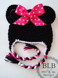 Minnie Mouse crochet hat. I know I have friends with lil girls who would love this!!!!!