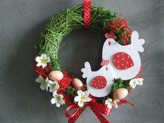 Jarně puntíkovaný Jarní velikonoční věnec má průměr 26cm.
