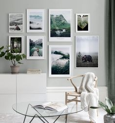 Green gallery wall in fresh tones with nature inspired motifs - Wall art with beautiful posters and art prints - Find inspiration for your personal wall art with posters & art prints from Posterstore.se Spice up your living room or bedroom. Picture Wall Living Room, Living Room Decor, Inspiration Wand, Art Mural, Wall Art, Blue Abstract Painting, Gold Home Decor, Beautiful Posters, Poster Wall