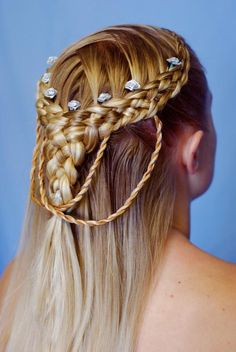 Next time there is something even the slightest bit fancy going on, will somebody pleeeeaase do my hair like this? Renaissance Hairstyles, Medieval Hairstyles, Pretty Hairstyles, Girl Hairstyles, Braided Hairstyles, Bad Hair, Hair Day, Celtic Hair, Blonde Braids