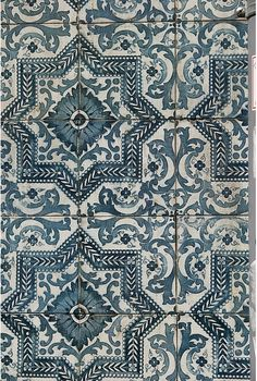 This style for outdoor fireplace - Portuguese Ceramic Tiles, Azulejos Tile Patterns, Textures Patterns, Print Patterns, Wallpaper Patterns, Moraira, Interior And Exterior, Interior Design, Portuguese Tiles, Turkish Tiles