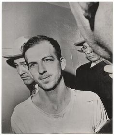 FOTOGRAFÍA. Lee Harvey Oswald, en el momento de su detención