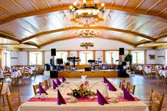 wooden bavarian wedding location event location with bandstand tables by © radmila kerl wedding photography munich Hochzeitssaal mit Holz und Podium