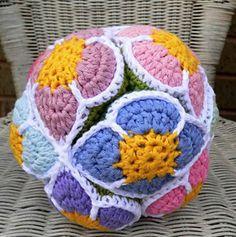 FREE Amish Puzzle Ball crochet pattern