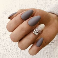 Oval nails are one of the most classical nail shapes. Oval nails are quite popular in today's fashion world. In recent years, matte nail art Matte Acrylic Nails, Almond Acrylic Nails, Acrylic Nail Designs, Nail Art Designs, Nails Design, Acrylic Art, Nailed It, Uñas Fashion, Gray Nails