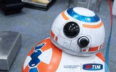 Star Wars torna a stupire: presentato in California il robottino BB8 che farà intenerire grandi e piccini tim.social/robot_BB8 http://tim.social/robot_BB8