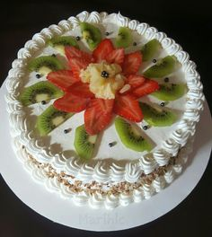 safina lets make the promise we will brake the bed not each other hearts ❤️💋 Gourmet Cakes, Food Cakes, Cupcake Cakes, Fruit Cakes, Cake Decorating Piping, Cake Decorating Tutorials, Cake Decorated With Fruit, Cake Varieties, Fruit Birthday Cake