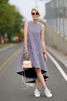 Street Style - New York Fashion Week Spring 2015 - gingham trapeze dress with sneakers Girly Outfits, Casual Outfits, Fashion Outfits, Womens Fashion, Fashion Tips, Fashion Design, Fashion Trends, Summer Outfits, Trendy Fashion