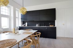 Asiakkaamme upea asunto vanhassa kivitalossa sai remontissa arvoisensa keittiön. uniquehome.fi