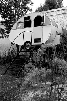 "urban camping : a design for stairs for a truck camper ""at home""?"